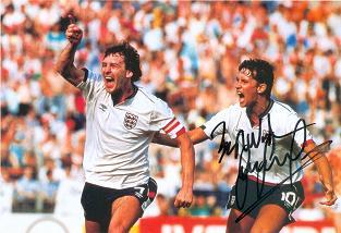 bryan-robson-gary-lineker-celebrate-goal-england